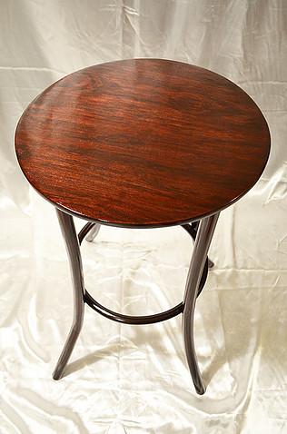 Реставрация кофейного, чайного, сигарного столика. Замена шпона, лаковое покрытие