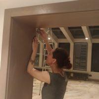 Выездная реставрация дверей и наличников после некачественной установки. Реставрационная мастерская RESTORER.EXPERT