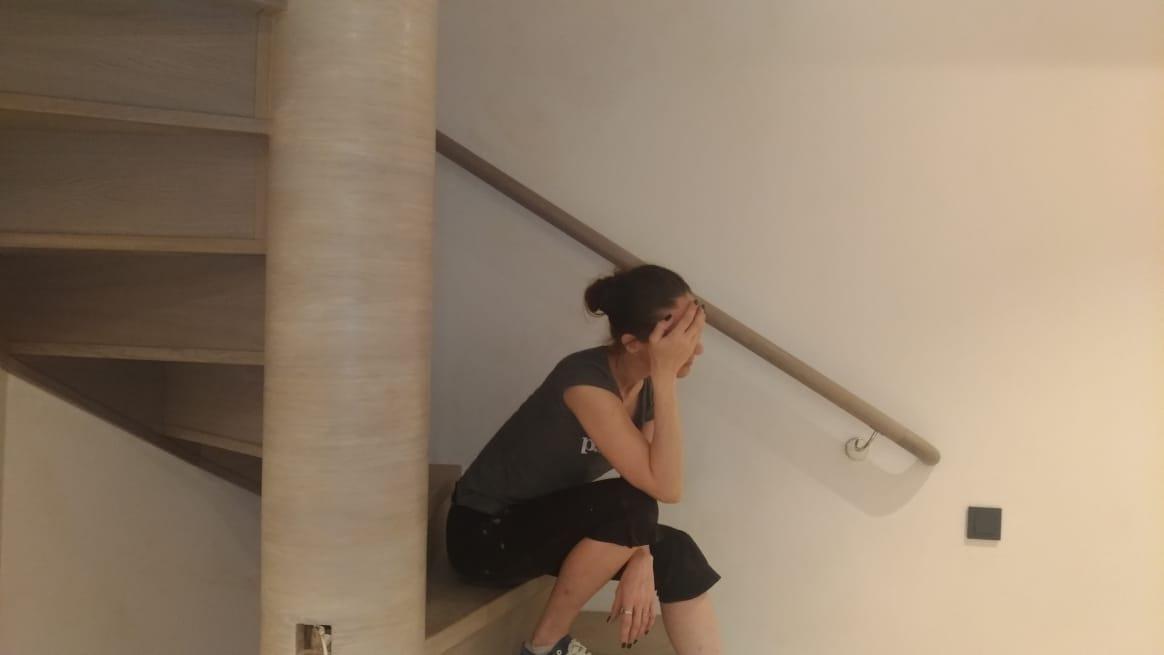 Выездная реставрация винтовой лестницы, колонны и перил. Исправление работ других мастеров силами мастерской RESTORER.EXPERT