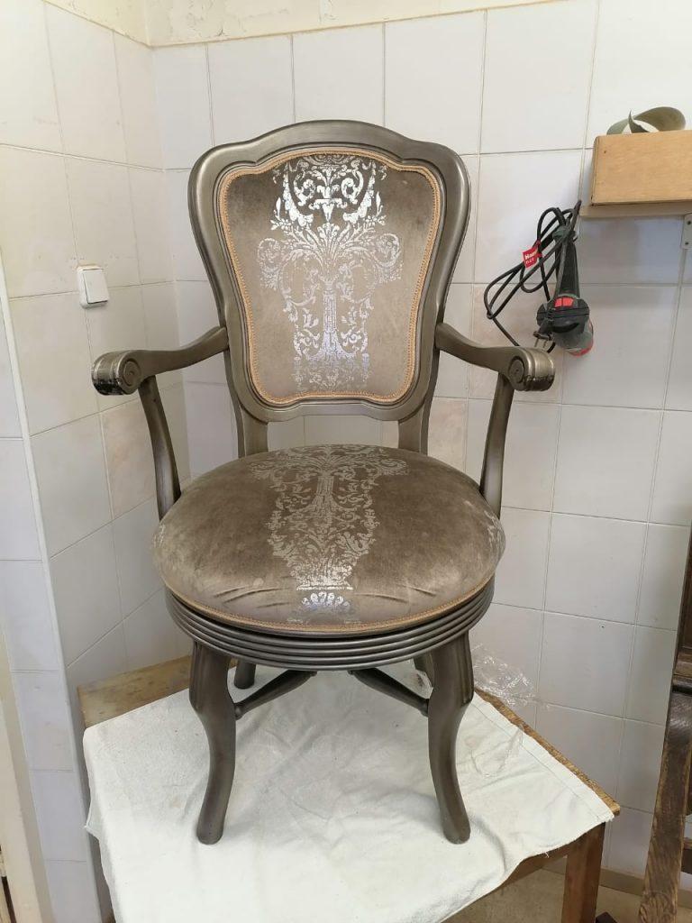 Реставрация вращающегося кресла из гарнитура элитной мебели в реставрационной мастерской Restorer.expert